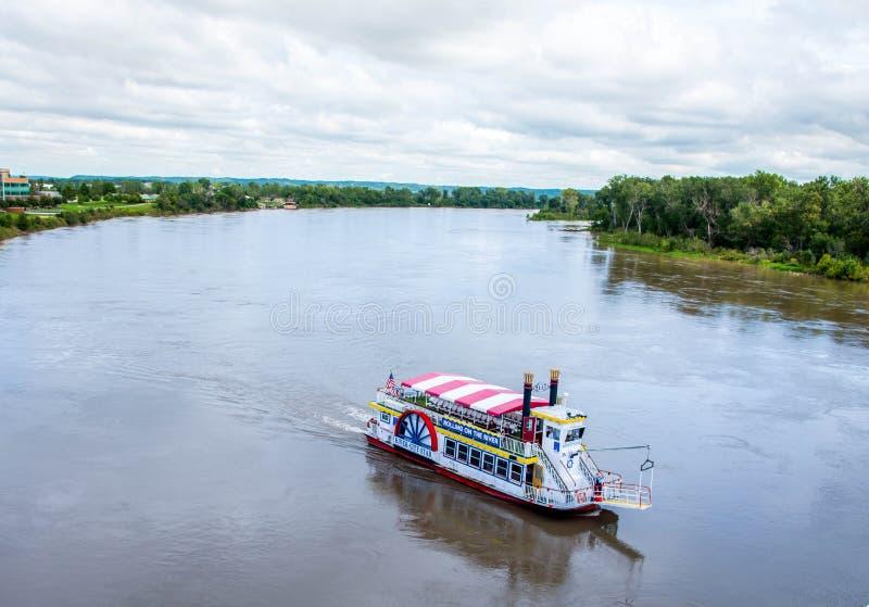 在密苏里河的河船 免版税库存照片