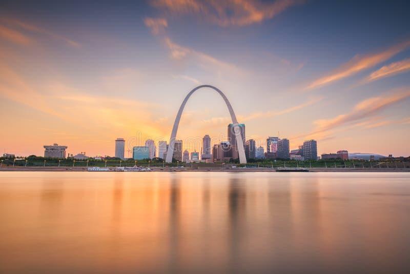 在密西西比的圣路易斯,密苏里,美国街市都市风景 免版税库存图片