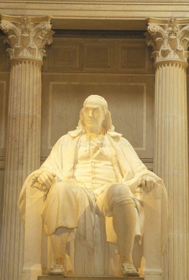在富兰克林学院的本杰明・富兰克林雕象,费城, PA 免版税图库摄影