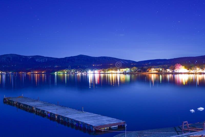 在富士山附近的山中湖在晚上 库存照片