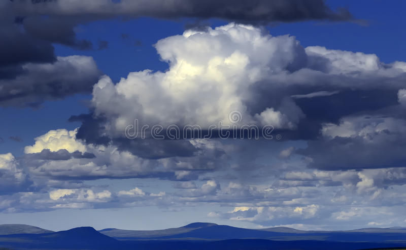 在寒带草原的北极cloudscape 免版税库存照片