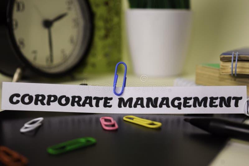 在对此隔绝的本文的公司管理书桌 企业和启发概念 图库摄影