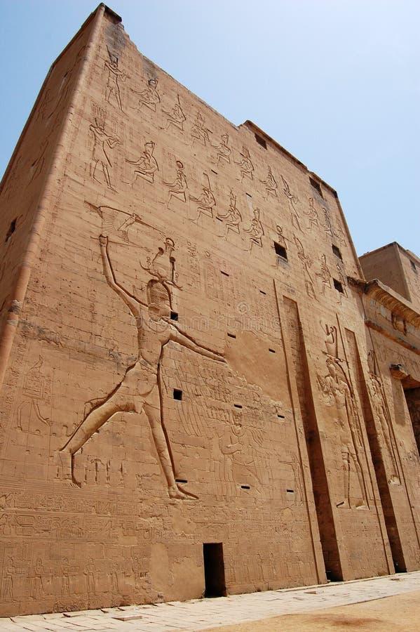 在寺庙墙壁之外的edfu埃及 库存照片