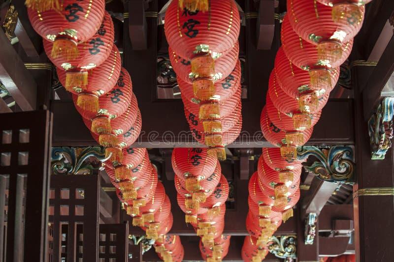 在寺庙的中国laterns 库存照片