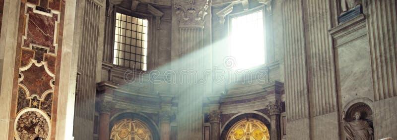 在寺庙的光束 免版税库存照片
