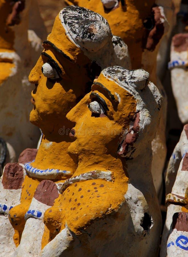 在寺庙的新的泥雕象 库存图片