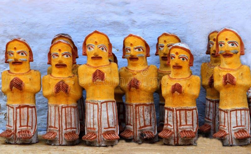在寺庙的新的泥雕象 免版税库存图片