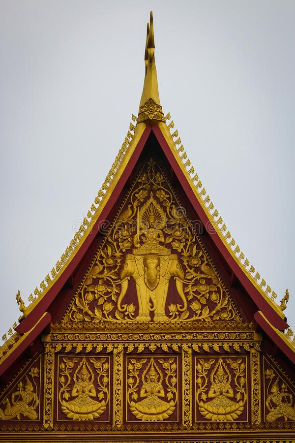 在寺庙的脚菩萨石黑色 免版税库存图片