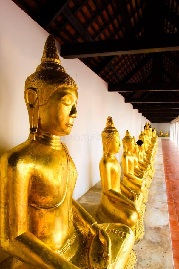 在寺庙的菩萨雕象在泰国 免版税库存照片