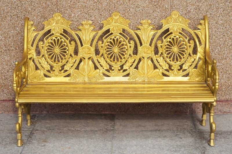 在寺庙的金黄椅子 库存图片