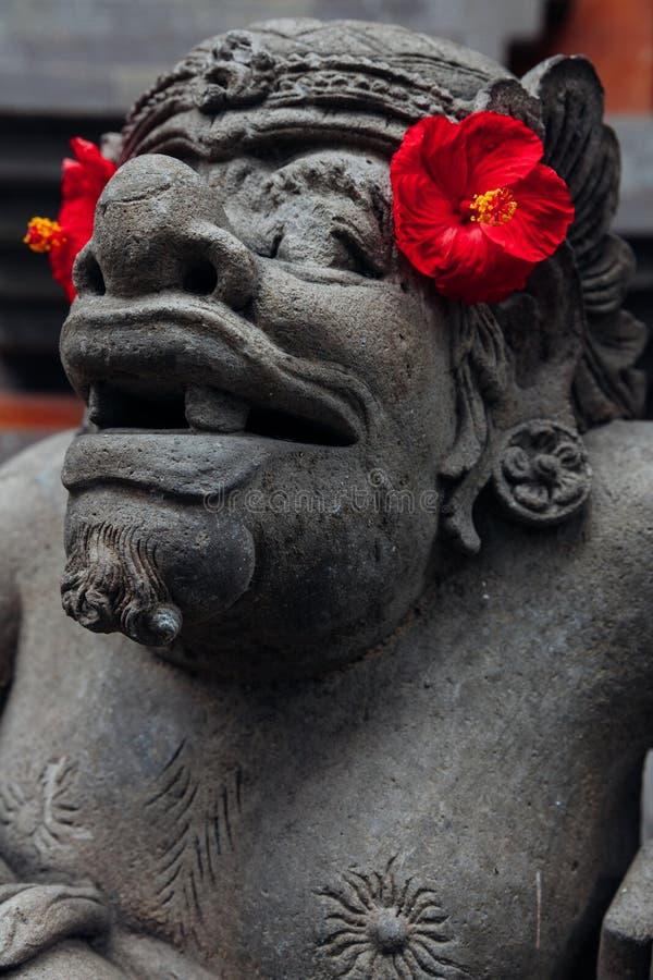 在寺庙的巴厘语雕象, Ubud,巴厘岛 库存照片