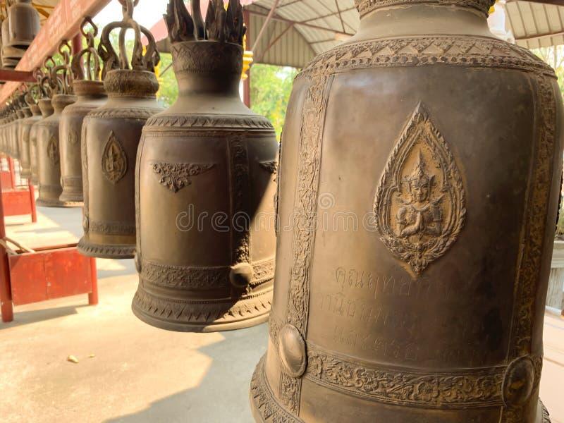 在寺庙背景的响铃 库存图片