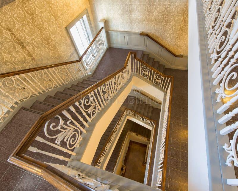 在导致楼梯的楼层之下 库存图片