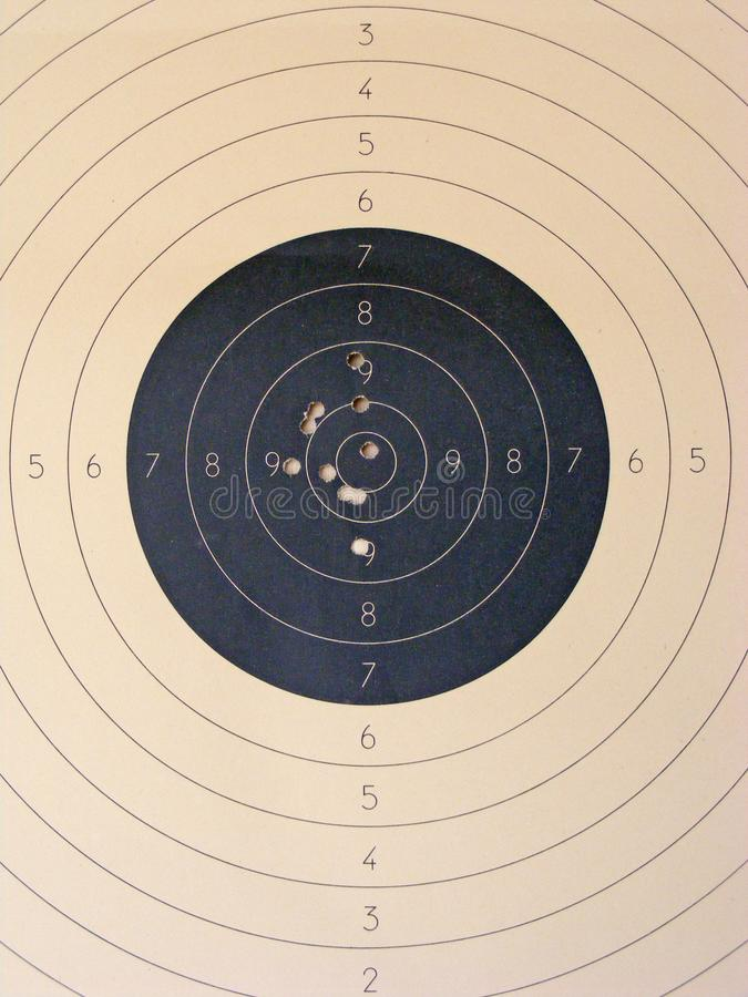 在射击实践目标关闭的孔  库存照片