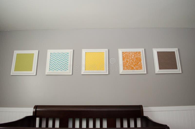 在小儿床上的图片 免版税图库摄影