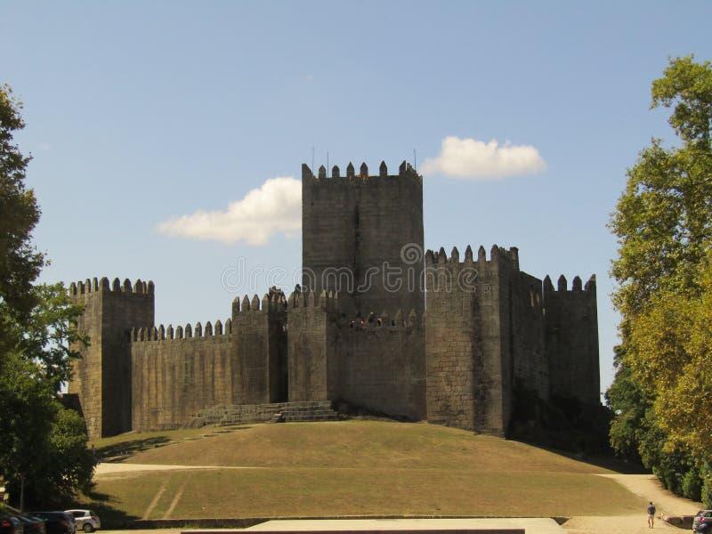 在小山的城堡 免版税库存照片