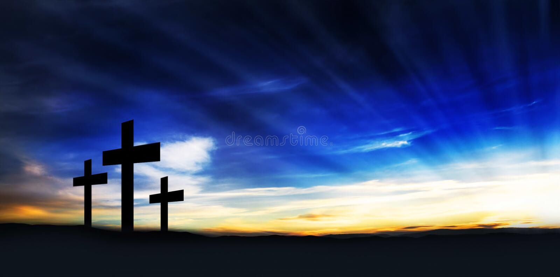 在小山的基督徒十字架 免版税库存照片