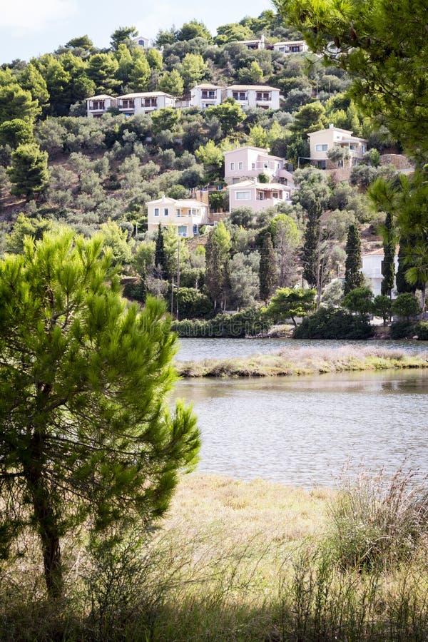 在小山的村庄在斯基亚索斯岛 图库摄影