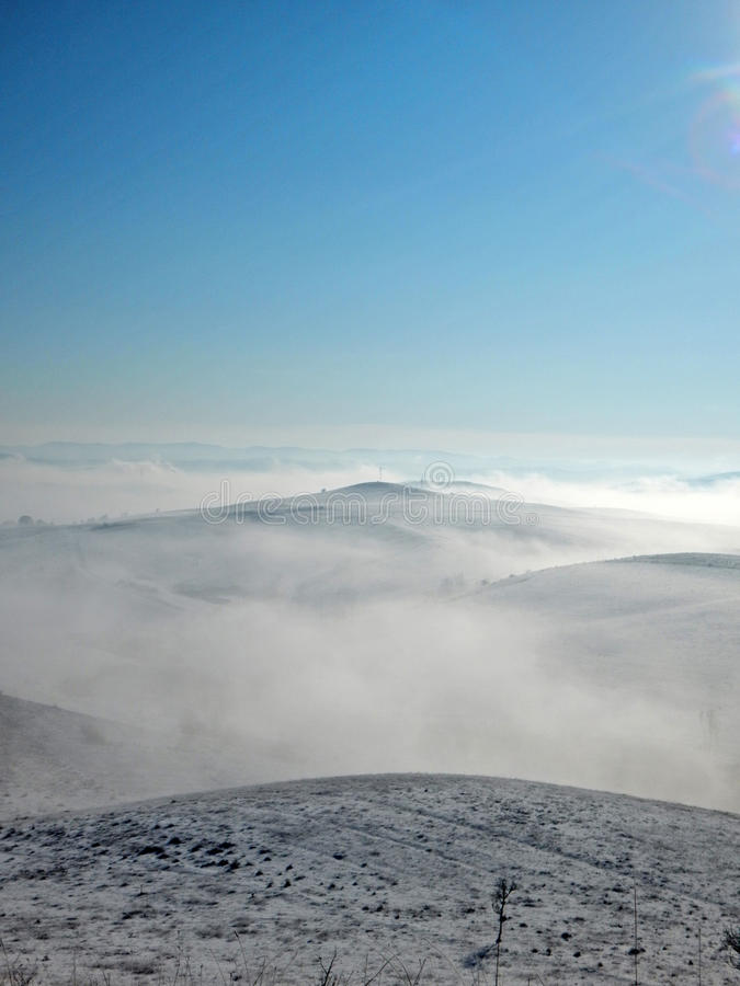 在小山的薄雾 图库摄影