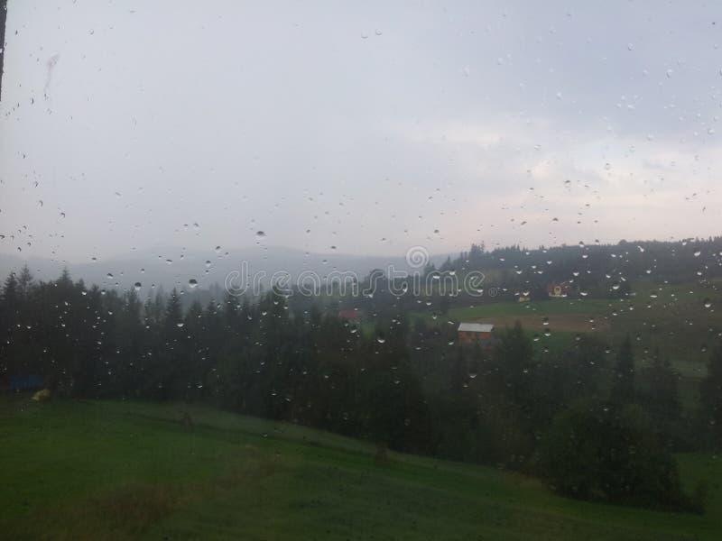 在小山的雨 库存照片