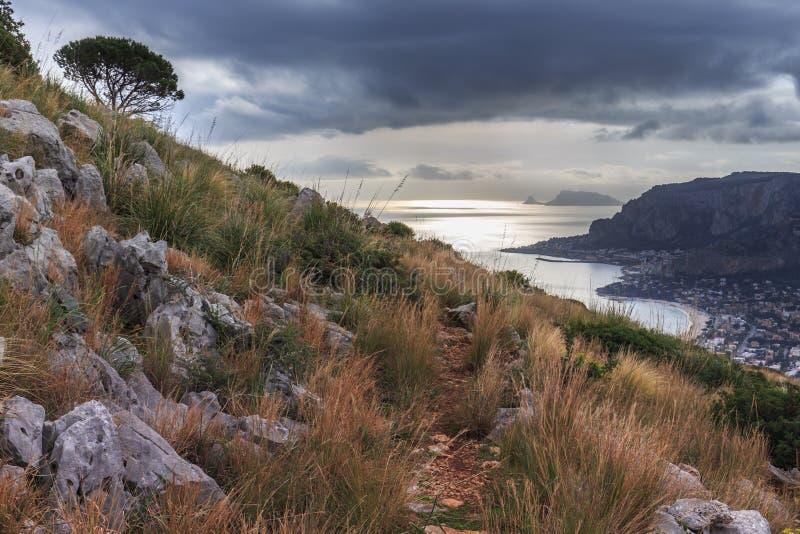 在小山的破晓,巴勒莫,意大利 免版税库存图片
