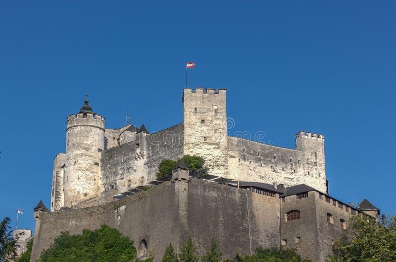在小山顶的Hohensalzburg中世纪城堡在奥地利 库存图片