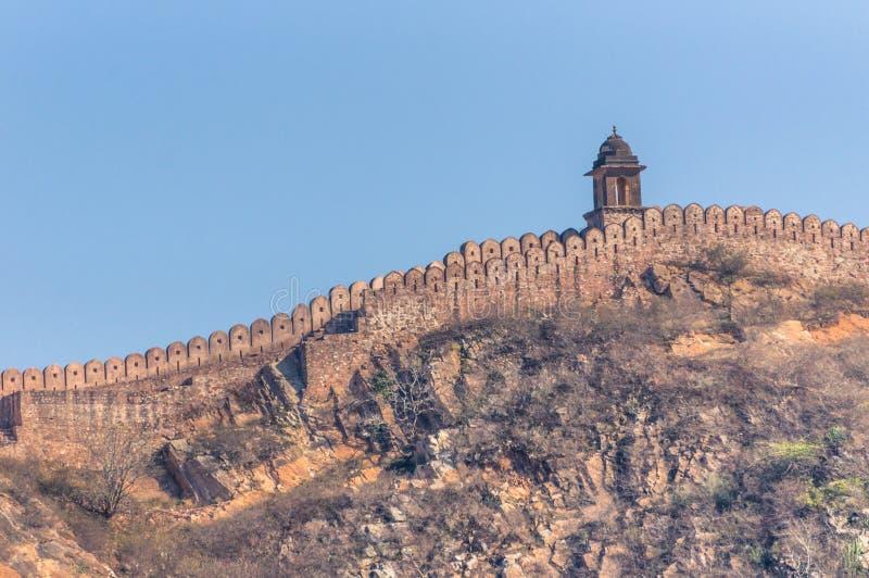 在小山顶部的古老阿梅尔墙壁在斋浦尔,拉贾斯坦附近 库存照片
