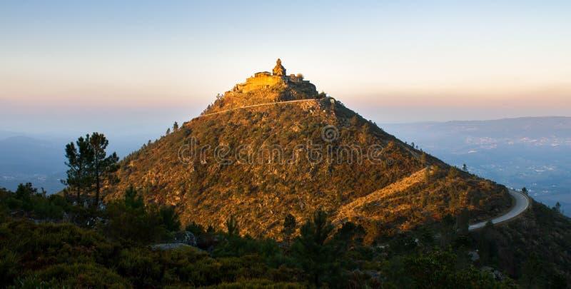 在小山顶部的圣所 免版税库存图片