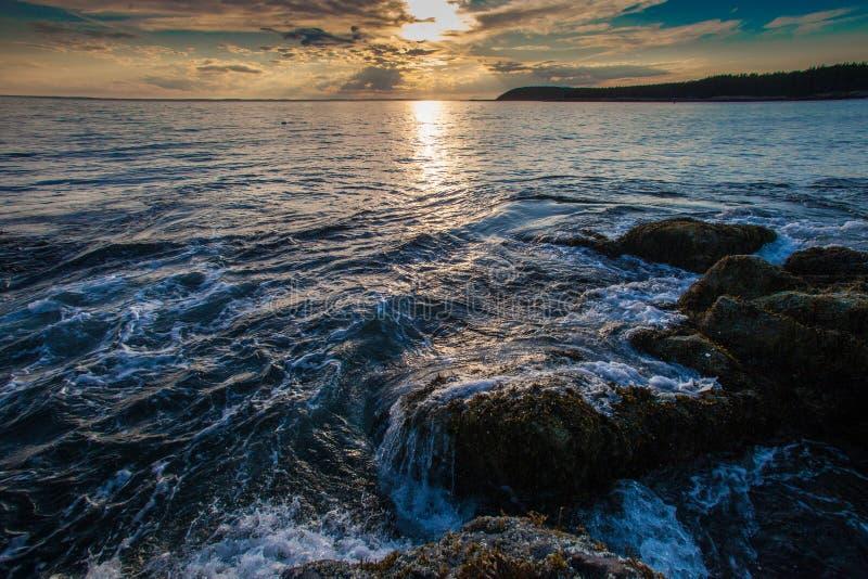 在小岛澳大利亚Haut,缅因的日落 免版税库存照片