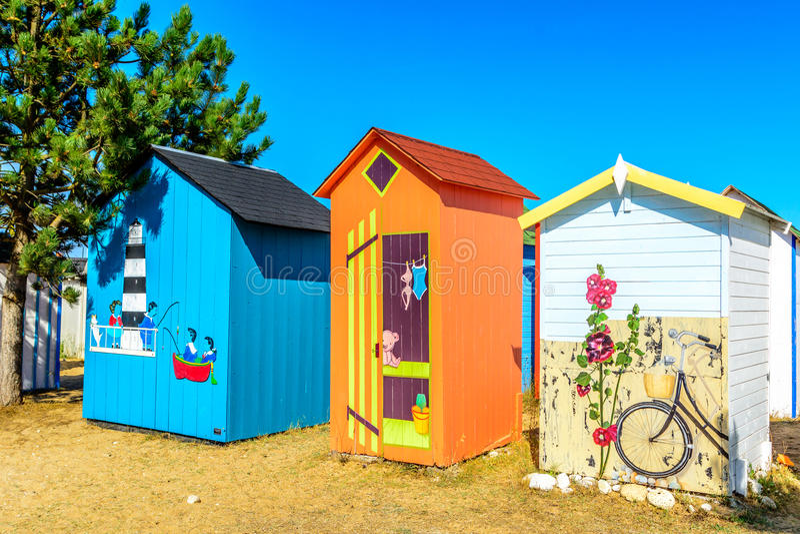 在小岛de Oleron的海滩客舱 免版税库存图片