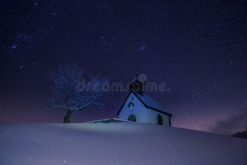 在小教会上的星在奥地利 图库摄影