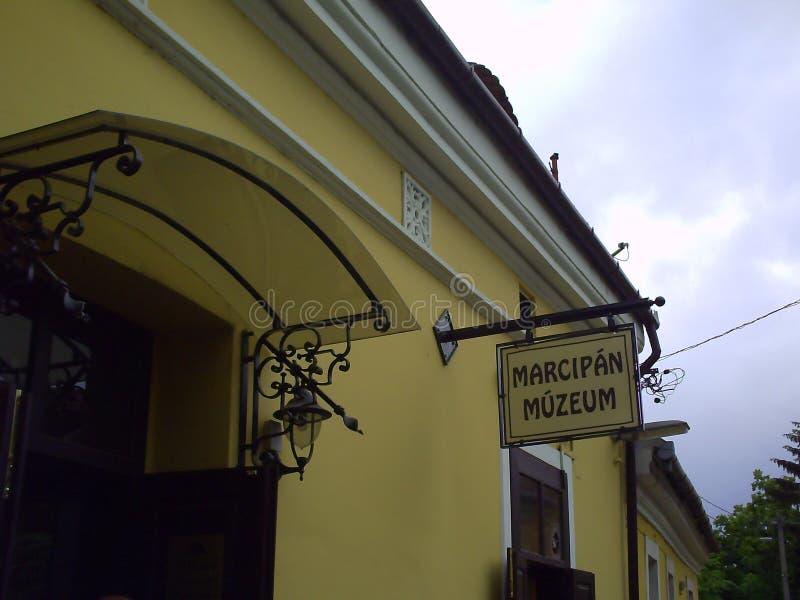 在小杏仁饼博物馆的门面的标志在Szentendre 库存照片