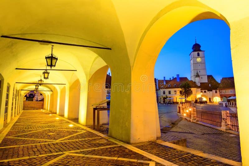在小正方形,锡比乌,特兰西瓦尼亚,罗马尼亚的委员会塔 库存图片