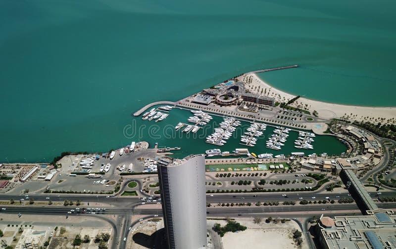 在小游艇船坞游艇的明亮的好天气在Salmiya科威特 图库摄影