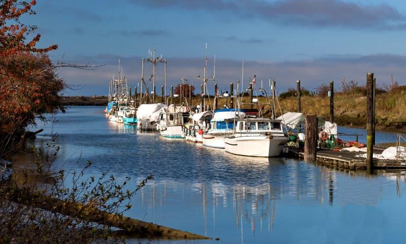 在小游艇船坞的渔船在里士满市 免版税库存图片