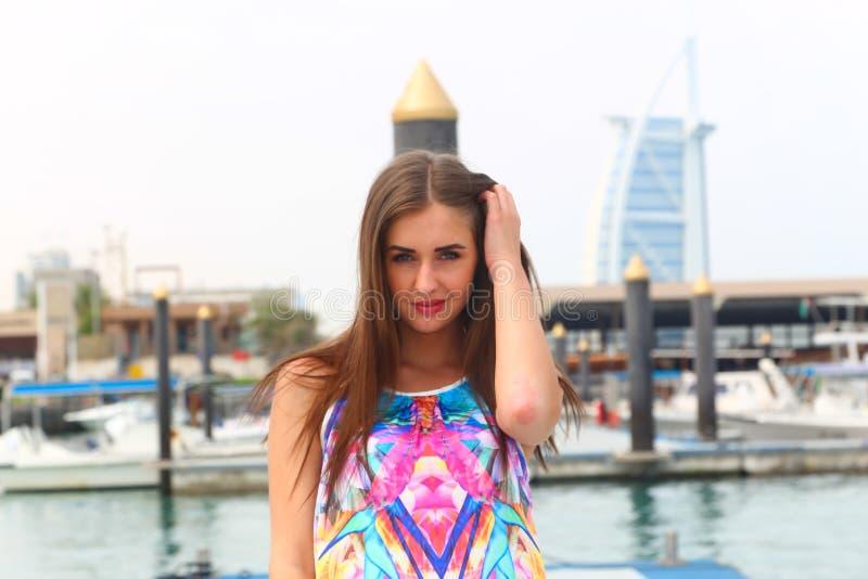 在小游艇船坞-迪拜的早晨微笑 图库摄影