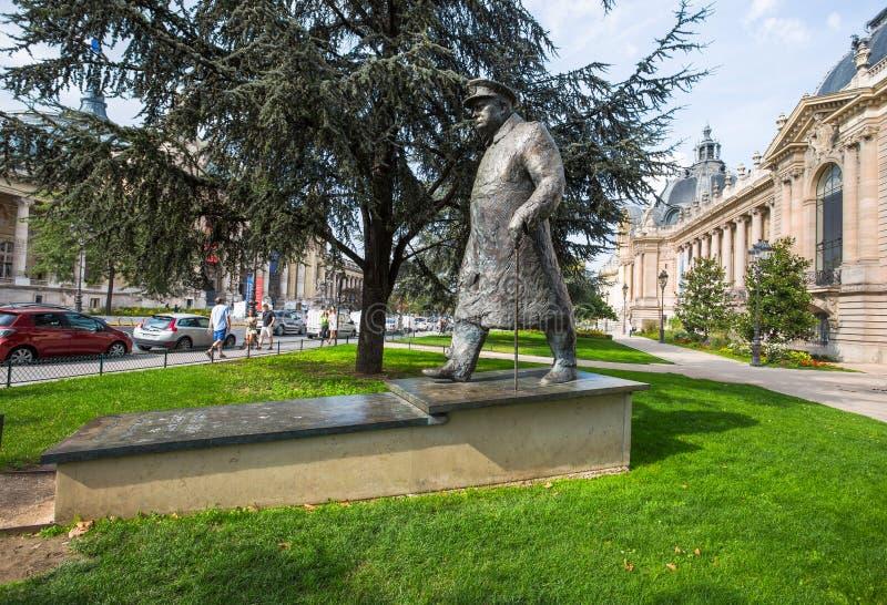 在小皇宫的古铜色温斯顿・丘吉尔雕象 在巴黎 免版税库存照片