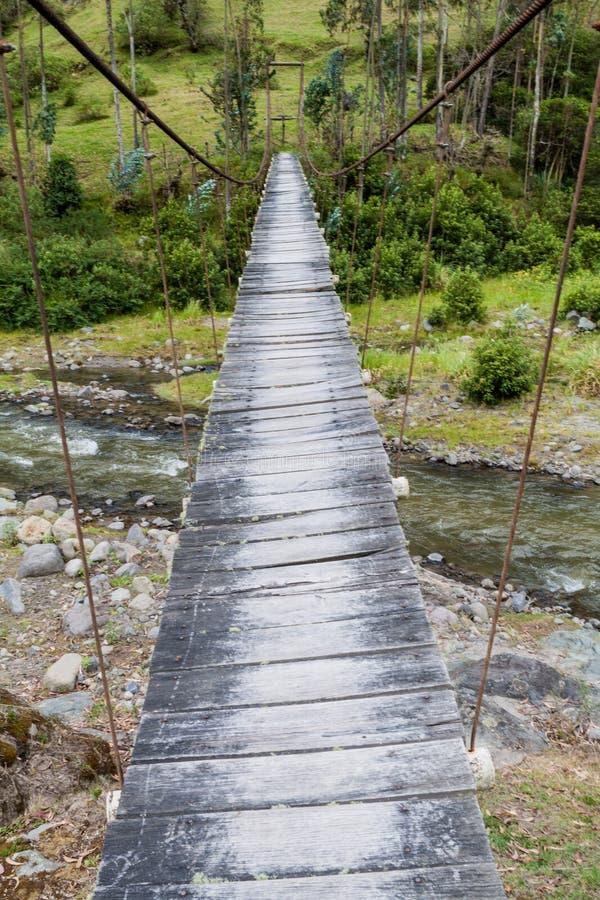在小船桥日好的9月暂挂水之下 免版税库存图片