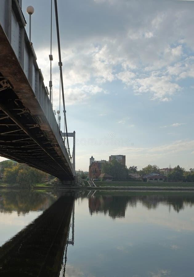 在小船桥日好的9月暂挂水之下 图库摄影