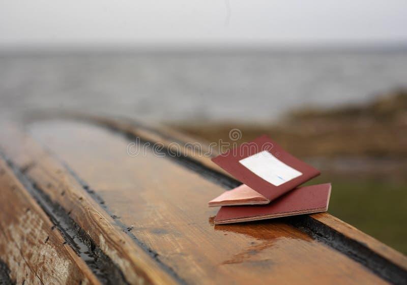 在小船的两本护照 免版税库存照片