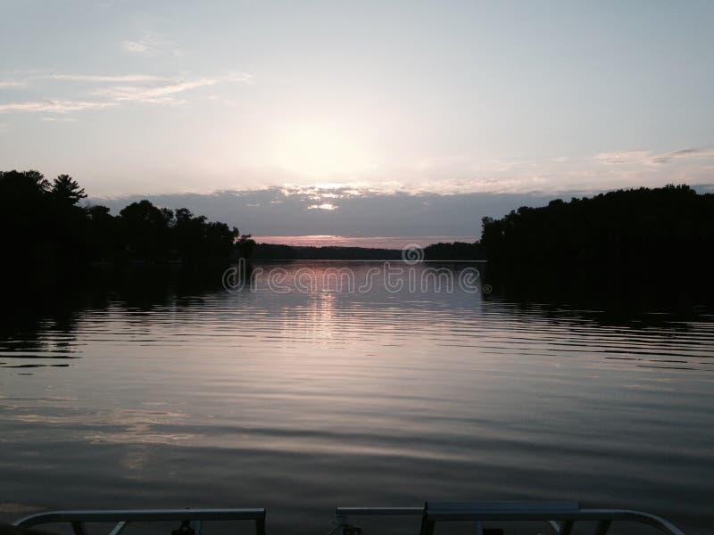 在小船的日落 库存图片