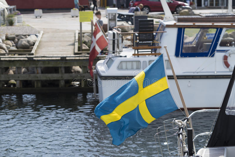 在小船的瑞典旗子 免版税库存图片