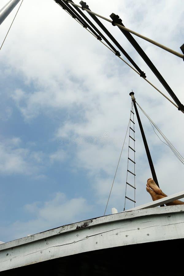 在小船的脚 图库摄影
