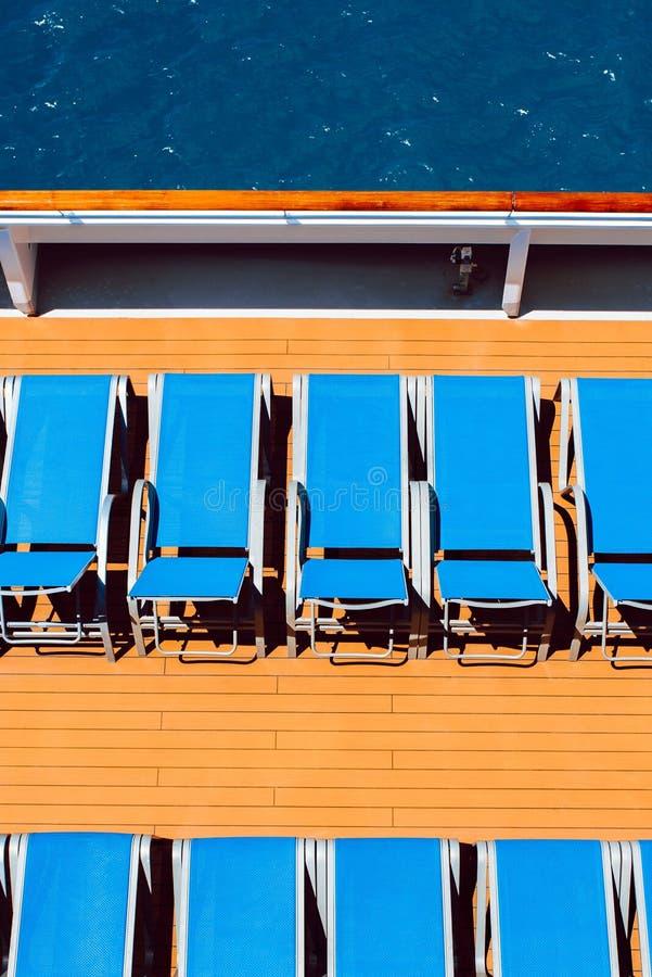 在小船的Sunbeds 图库摄影