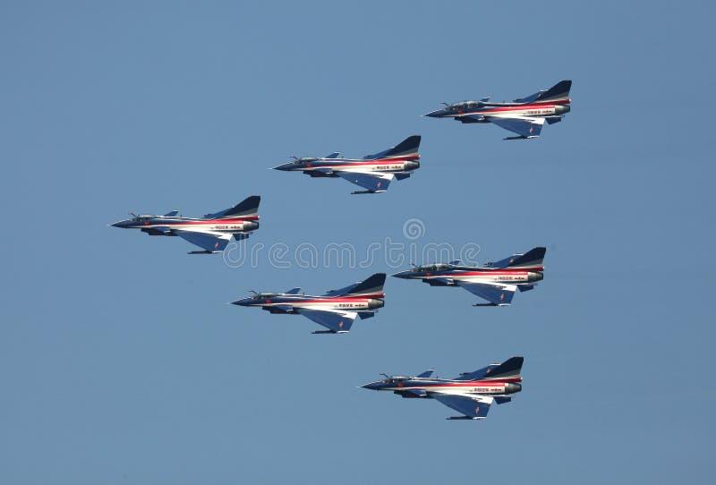 在小组的中国空军J10飞行 库存图片