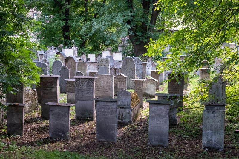 在小Remuh/Remah公墓在Szeroka街上在卡济梅尔兹,历史的犹太处所的墓碑克拉科夫,波兰 免版税库存图片