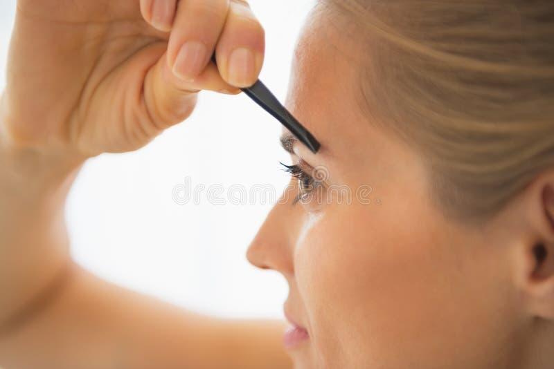 在少妇钳去的眼眉的特写镜头 库存照片