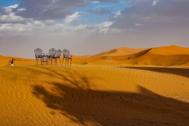 在尔格Chebbi沙丘在Merzouga附近的在摩洛哥东南 库存照片