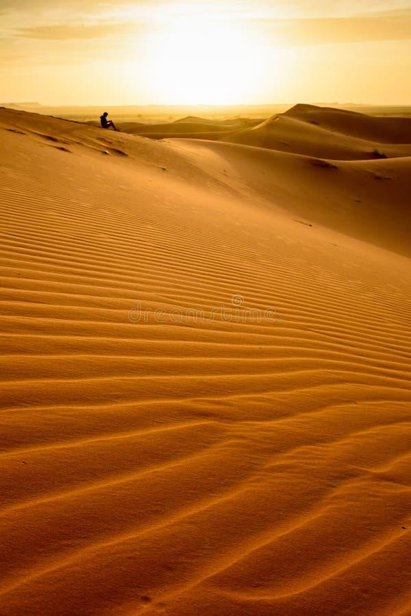 在尔格Chebbi,撒哈拉大沙漠,摩洛哥的日出 免版税库存照片