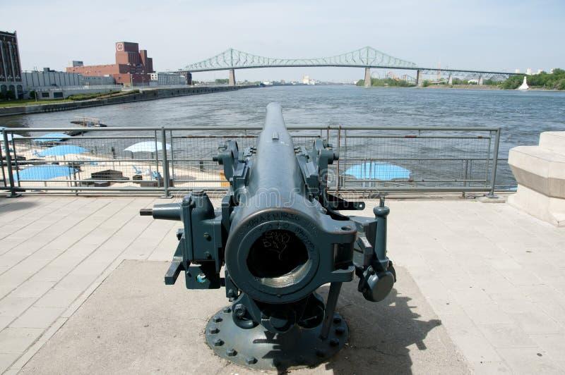 在尖沙咀钟楼-蒙特利尔-加拿大附近的大炮 库存图片